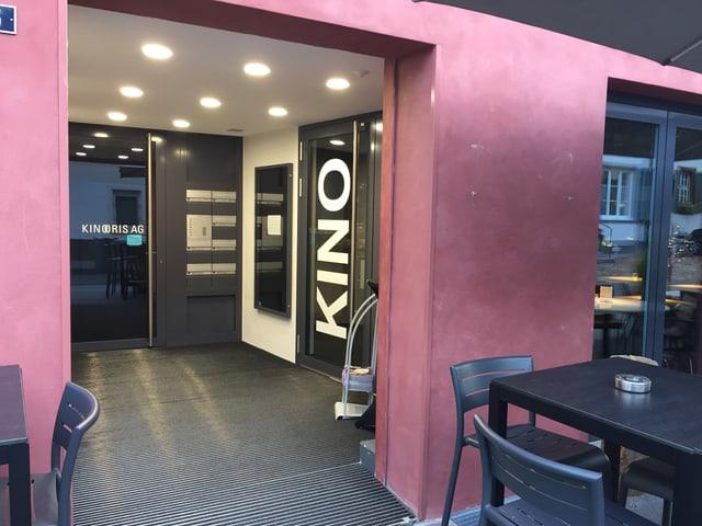 Eingang Kino Oris