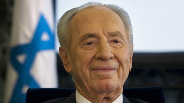 Schimon Peres im Porträtfoto.