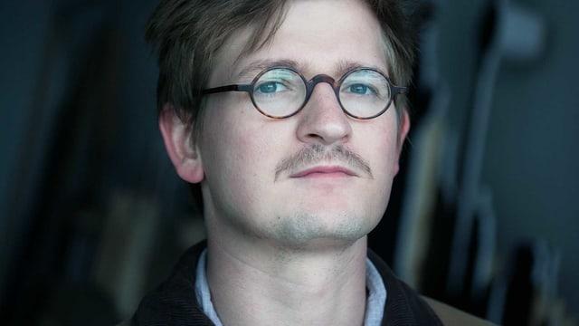 Ein Porträt von Wolfram Höll.