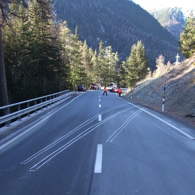 La via è stada serrada durant las lavurs da salvament per radund 15 minutas.