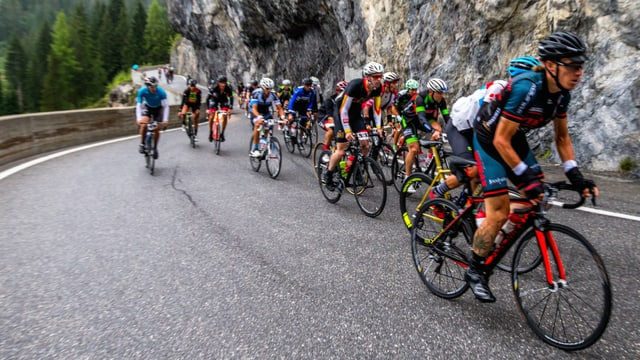 ciclists a la Alpenchallenge