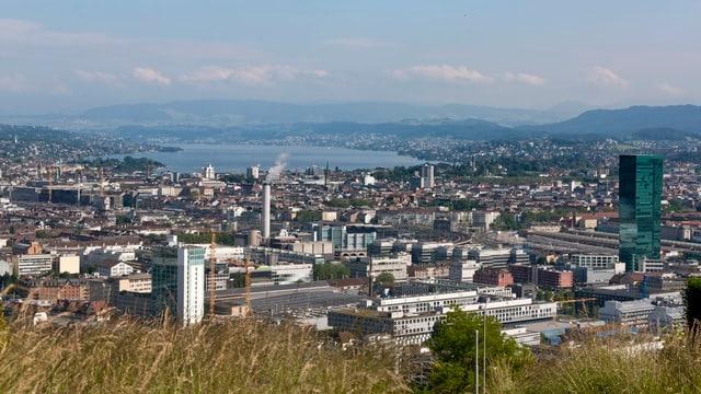 Aussicht über die Stadt Zürich und den See.