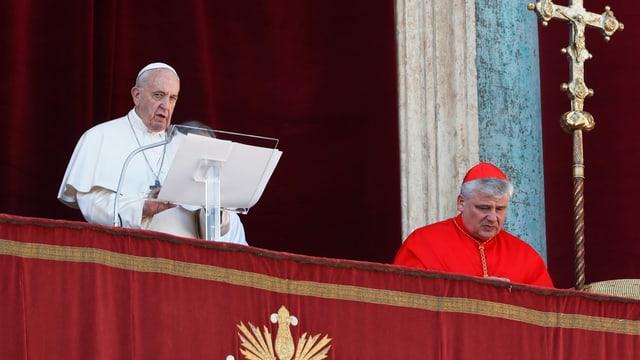 Papst auf der Loggia.