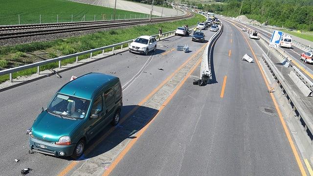 L'auto era vegnì tras in'avertura da la saiv directiva sin il vial oppost.