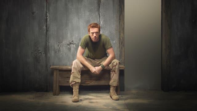 Schauspieler Damian Lewis sitzt in der Rolle als Sergeant Brody in Gefangenschaft.