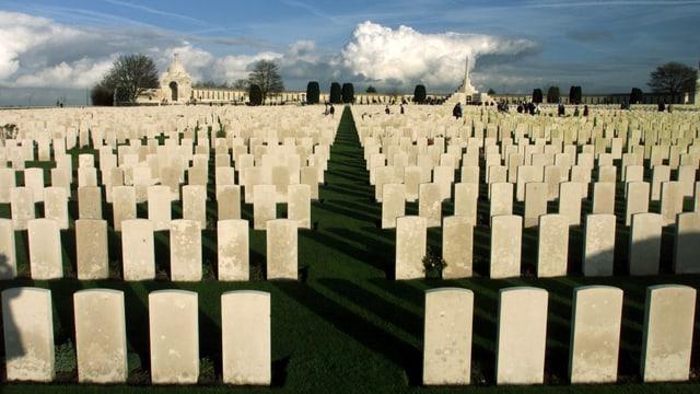 11,956 Gräber aus dem Ersten Weltkrieg auf dem Tyne Cot Cemetery in Belgien.