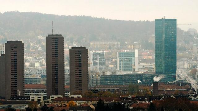 Blick vom Triemli auf den Primetower und die Hardau-Hochhäuser