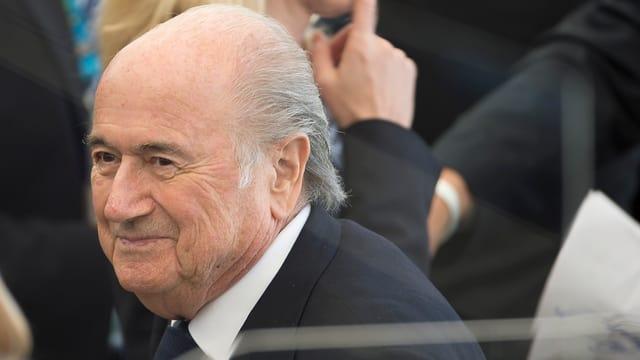 Joseph Blatter lächelnd.