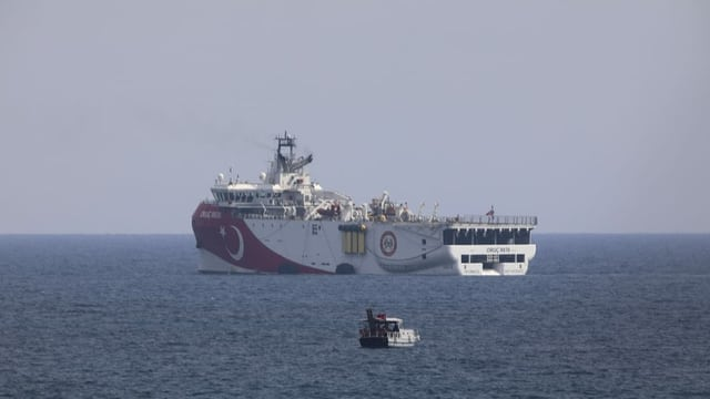 Präsident Erdogan zog das türkische Erdgas-Explorationsschiff «Oruc Reis» Ende September vom östlichen Mittelmeer an die Küste vor Antalya zurück. Nun hat er das Schiff für weitere seismische Messungen wieder in der Region südlich der griechischen Insel Kastellorizo entsandt.