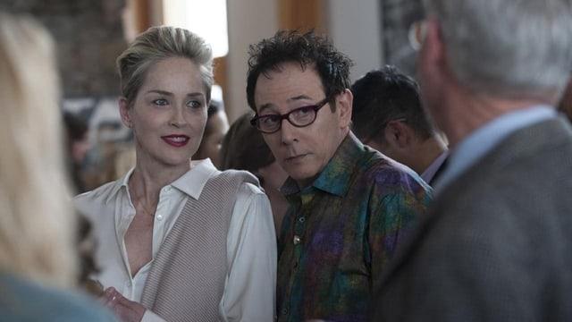 Sharon Stone als alternde Glüschtlerin mit ihrem besten Kollegn in «Mosaic».