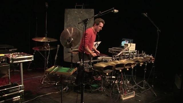 Sebastian Hofmann spielt Schlagzeug