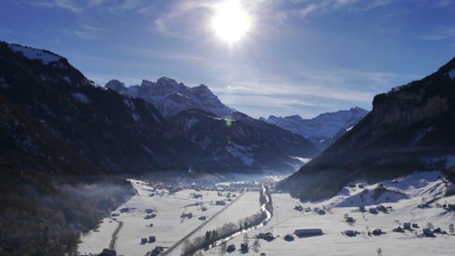 Blick auf Engelberg mit Schnee.