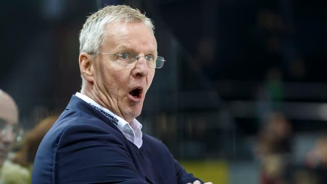 SCB-Coach Kari Jalonen gibt Anweisungen.