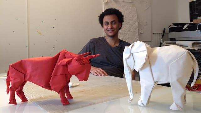 Der Luzerner Origami-Künstler Sipho Mabona