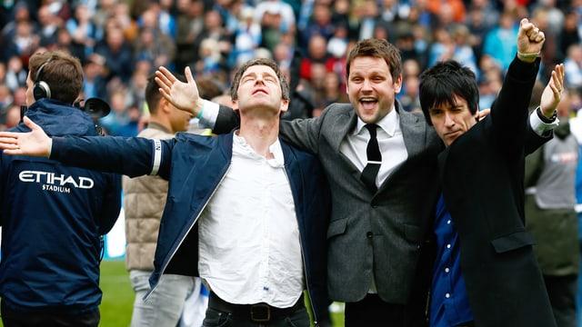 Noel Gallagher (Oasis) und Johnny Marr (The Smiths) feiern ihren Manchester City F.C.