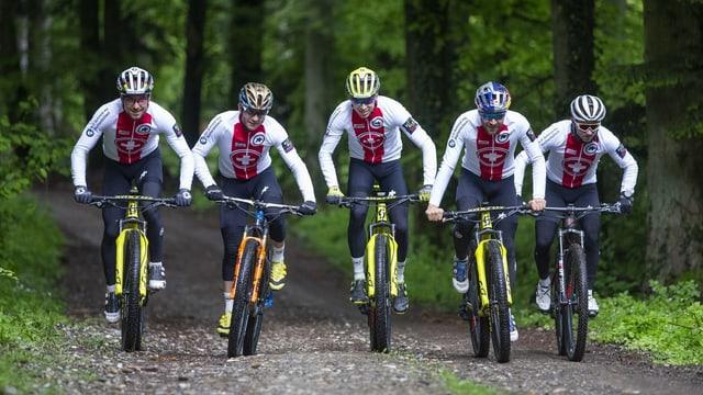 Da san. Nino Schurter, Florian Vogel, Andri Frischknecht, Lars Forster e Matthias Flückiger