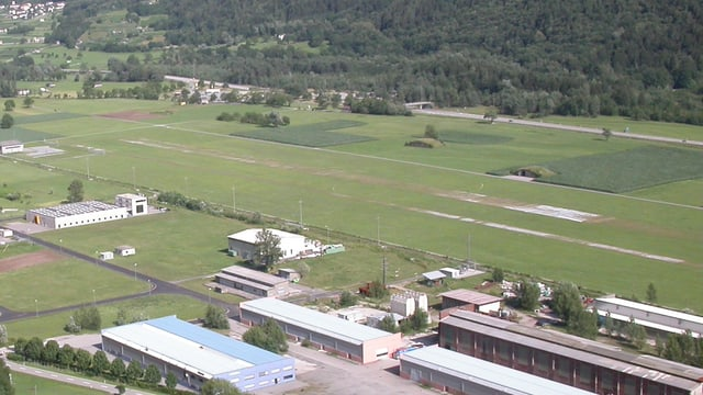 L'areal da la plazza aviatica dueva daventar ina zona d'industria.