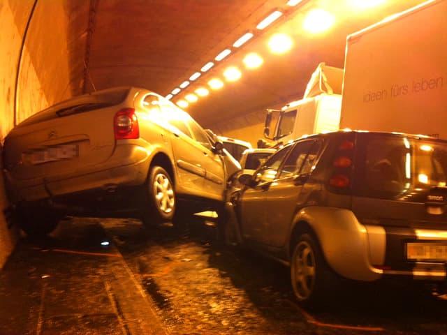 Massenkarambolage im Rosenbergtunnel