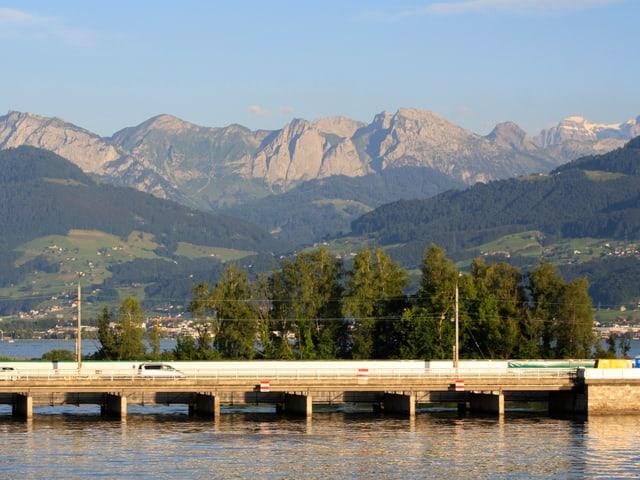 Wolkenlos war es auch über den Wägitaler Alpen.