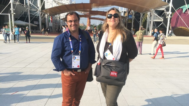Armon Schlegel ed Anna Caprez durant lur spassegiadas a l'ExpoMilano.