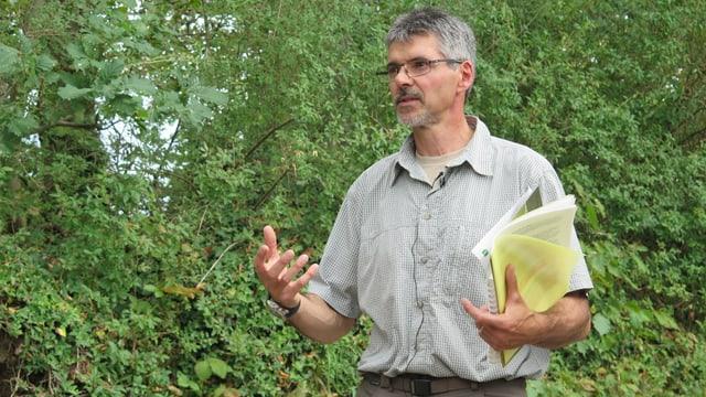 Forstingenieur Maurizio Veneziani erklärt die Auswirkungen des Klimawandels auf die St. Galler Wälder.