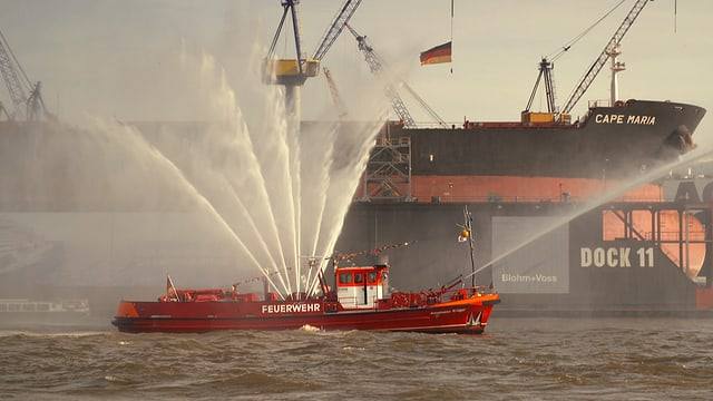 Video «Hafen Hamburg (3/4)» abspielen