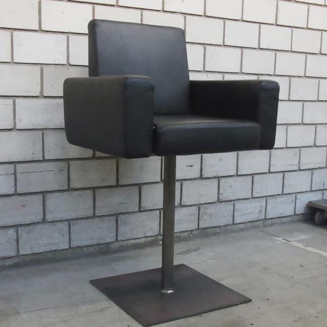 Rundschau-Stuhl auf Sockel