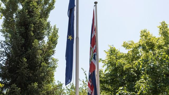 Bandieras Uniun europeica / Gronda Britannia.