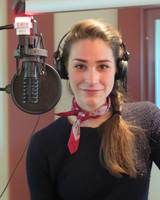 Manon Pfrunder im Radiostudio