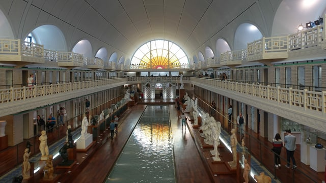 1922 als Schwimmbad gebaut, um die Jahrtausendwende zum Kunstmuseum umgewandelt.