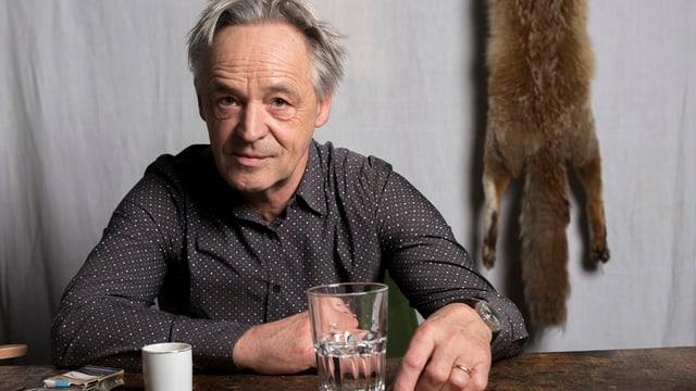 Portrait des Zürcher Komikers, Schauspielers und Regisseurs Ueli Bichsel in seinem Atelier.