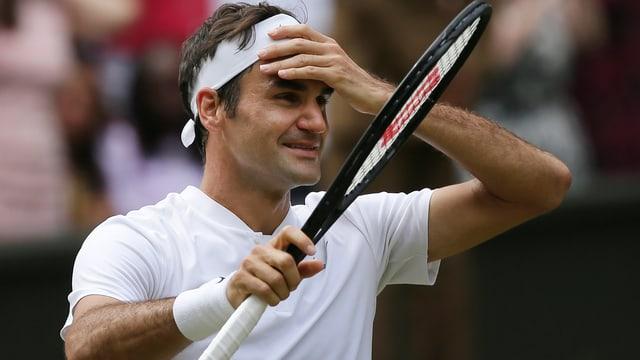 Roger Federer greift sich an den Kopf
