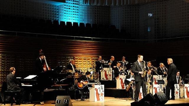 La Pepe Lienhard Big Band sin la tribuna dal KKL a Lucerna