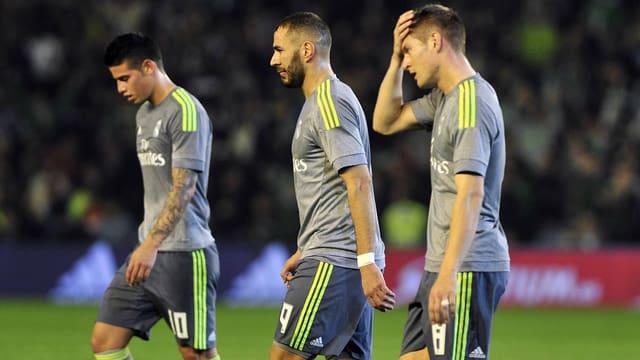James, Benzema und Kroos nach dem  1:1 bei Betis Sevilla.