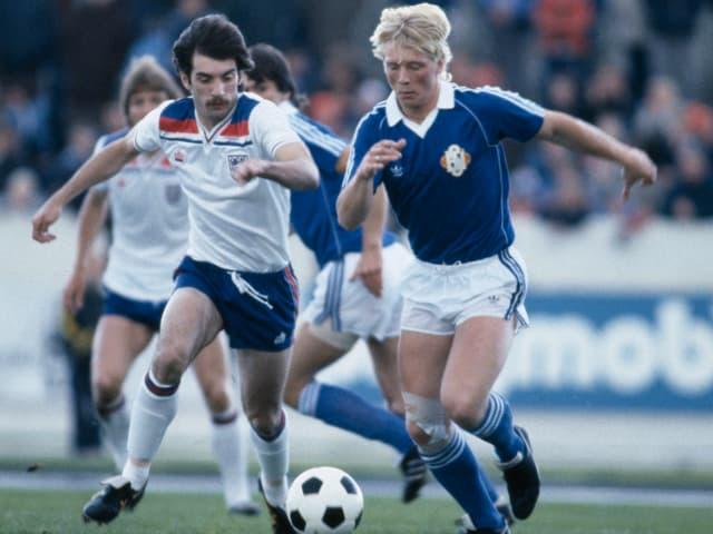 Vater Arnor in einem Länderspiel gegen England 1982.