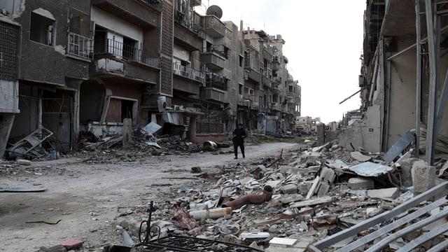 Ein zerbombter, mit Schutt und Trümmern übersähte Strasse in Jobar, Damaskus.