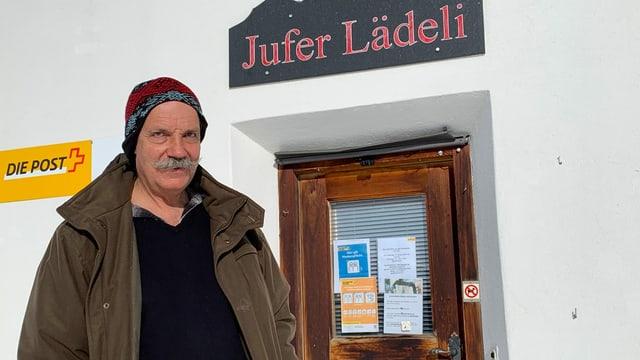 Markus Menn vor seinem «Jufer Lädeli».