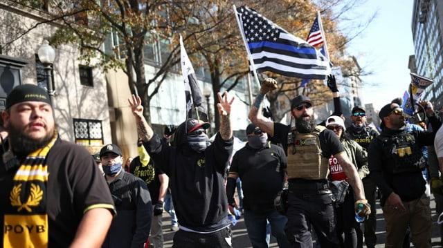 Martialischer Aufmarsch junger Leute in den USA.