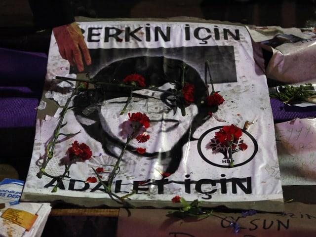 Plakat mit dem Konterfei von Berkin Elvan.