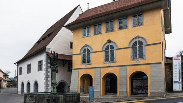 Das historische Stiftstheater und die sogenannte Schol in Beromünster nach der Renovation.