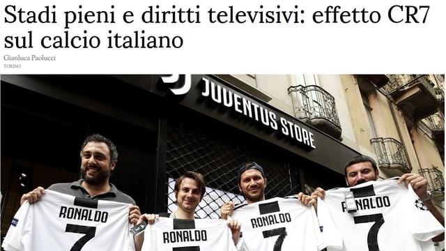 4 Männer halten ein Ronaldo-Shirt in die Kamera.