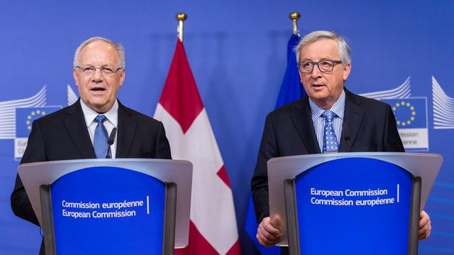 Johann Schneider Amman e Jean-Claude Juncker tar ina conferenza da medias in schaner a Brüssel.