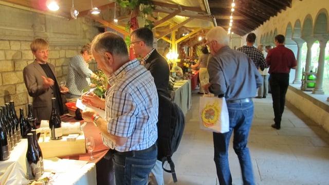 30 Weinproduzenten stellen im Kloster Allerheiligen ihre Produkte vor.