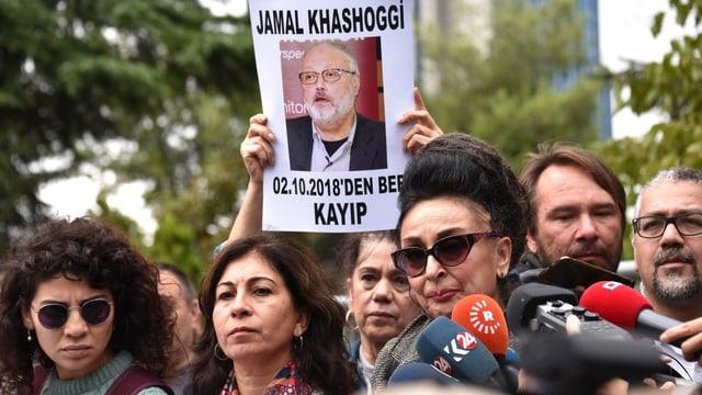 Demonstranten vor dem saudischen Konsulat in Istanbul
