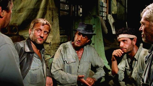 Abenteurer: Bruno Cremer als Victor Manzon - «Serrano» (2.v.l.), Roy Scheider als Jackie Scanlon -«Juan Dominguez»