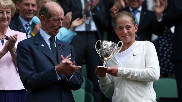 Ostapenko nach ihrem Wimbledon-Sieg bei den Juniorinnen 2014.