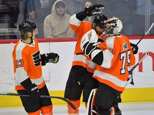 Die Spieler von den Philadelphia Flyers.