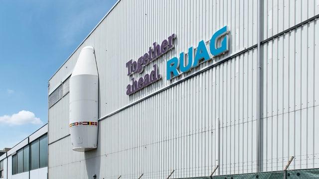 """fabrica ruag cun logo e motto """"together ahead"""""""