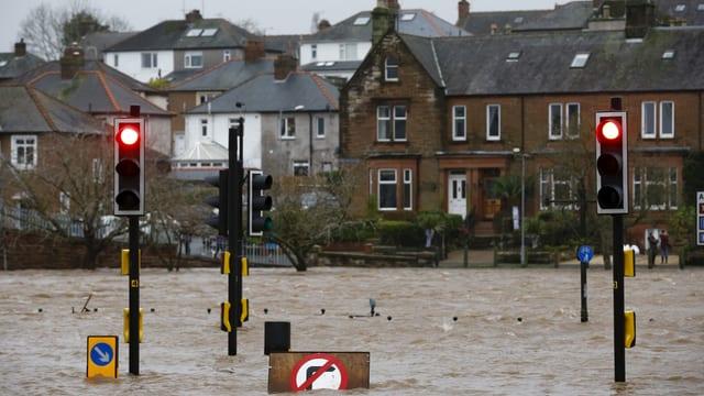 Überschwemmung in der Stadt Dumfries in Schottland