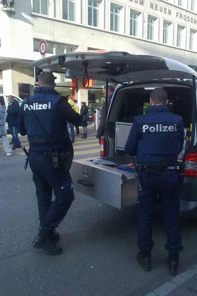 Polizisten in Vollmontur